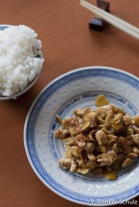 Hähnchenfleisch mit Erdnüssen